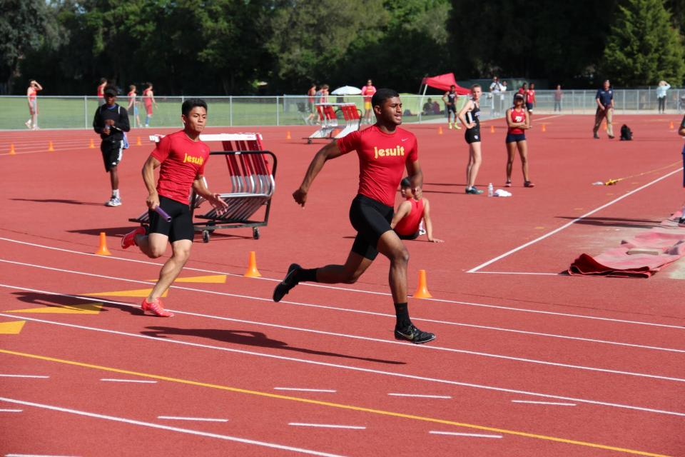 Image of Kurdy, 400m Relay Close Out Track Season at State Meet